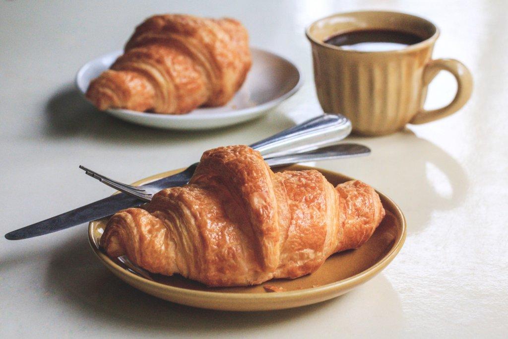 croissant und Kaffee Boulangerie – ©Unsplash