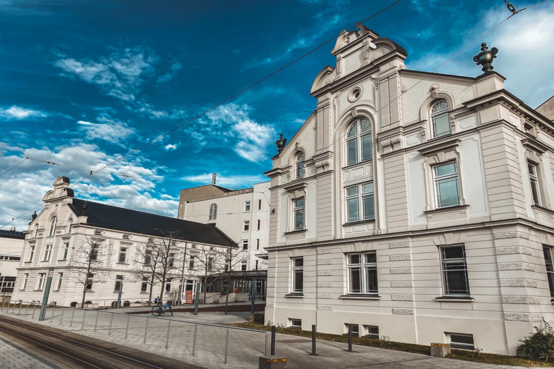 Die Hessing Kliniken wurden bereits mehrfach ausgezeichnet und sind eine der besten orthopädischen Rehabilitationsorte Deutschlands.