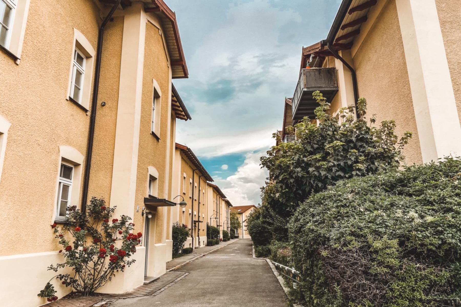 Hier wohnten die Arbeiter der Zwirnerei und Nähfadenfabrik Augsburg Göggingen.