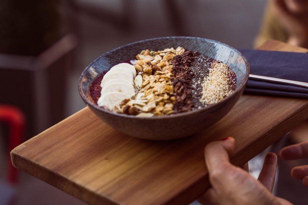 Frühstücks to go bricks Bowls auf einem Brett – ©Bricks