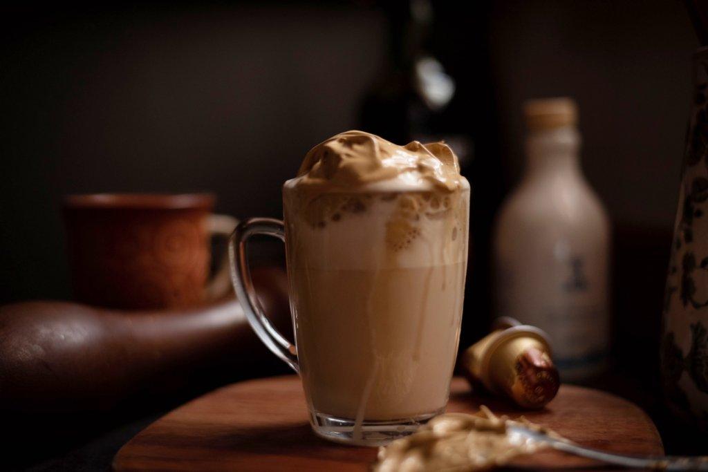 caffee to go Schokolade mit Sahne