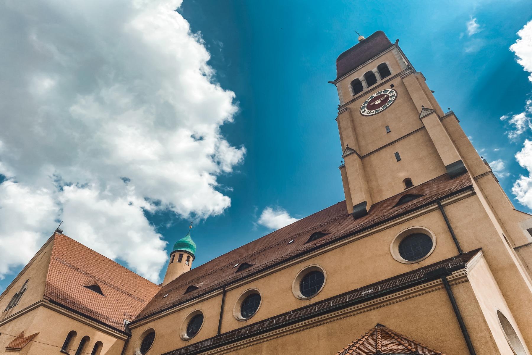 Die Herz Jesu Kirche im Süden Pfersees, ist die größte Jugendstilkirche Süddeutschlands.